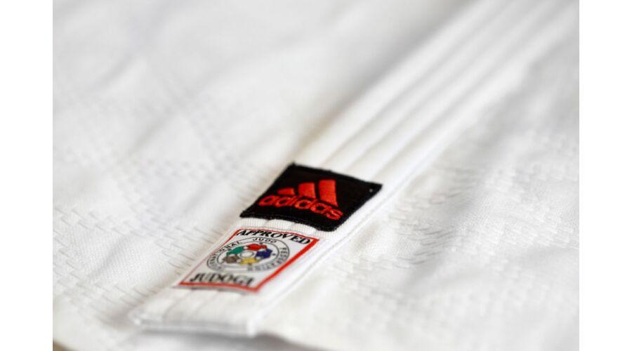 aff7f6201 Adidas Champion II. IJF fehér Judo gi, piros vállszövéssel.